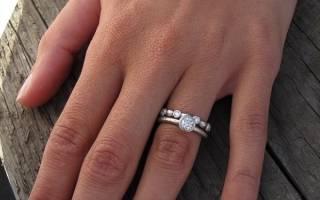 «Как правильно носить обручальное и помолвочное кольцо?[