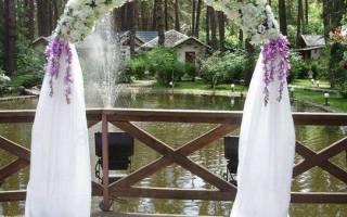 «Как самостоятельно сделать и украсить свадебную арку?[