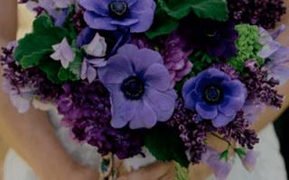 «Фиолетовый букет невесты – новые тенденции свадебной моды[