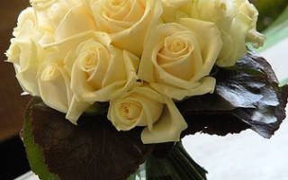 «Как правильно собирать свадебный букет из роз[