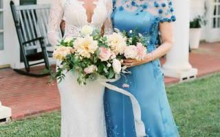 Что надеть маме жениха на свадьбу, как выбрать платье или костюм